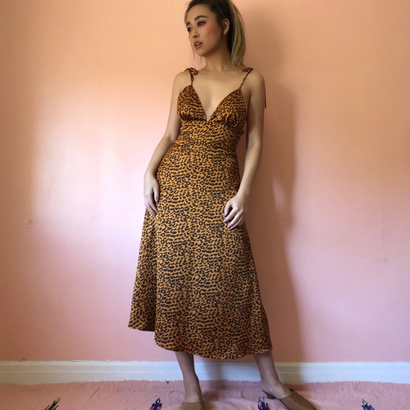 Akaiv Dresses & Skirts - Akaiv Leopard Print Midi Dress
